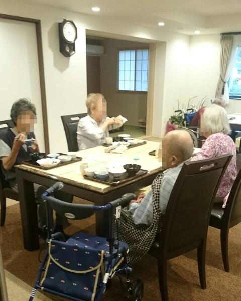 、清住の杜町田の和やかな夕食