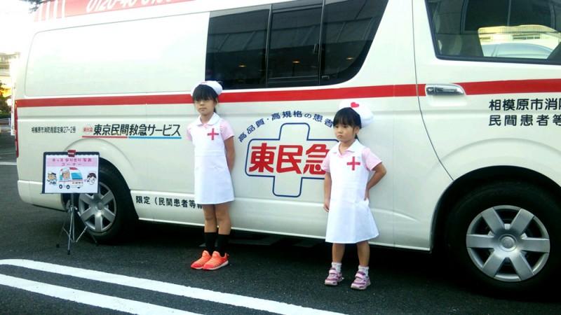 民間救急車両の看護師コスチュームでの写真撮影