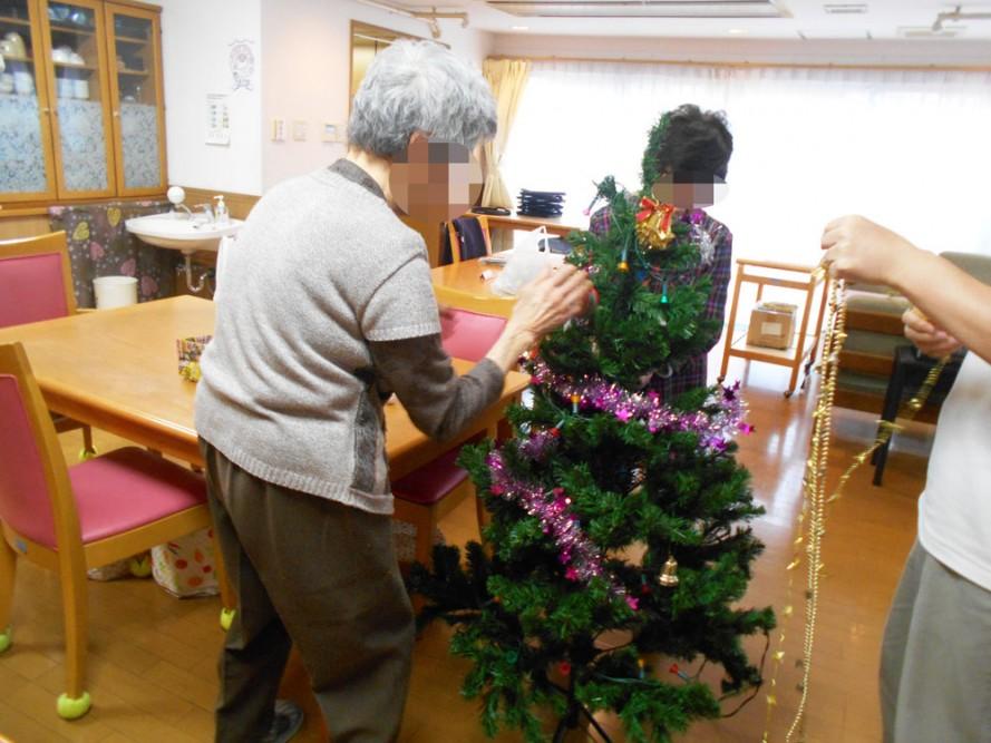 グループホームにクリスマスツリーがやってきました