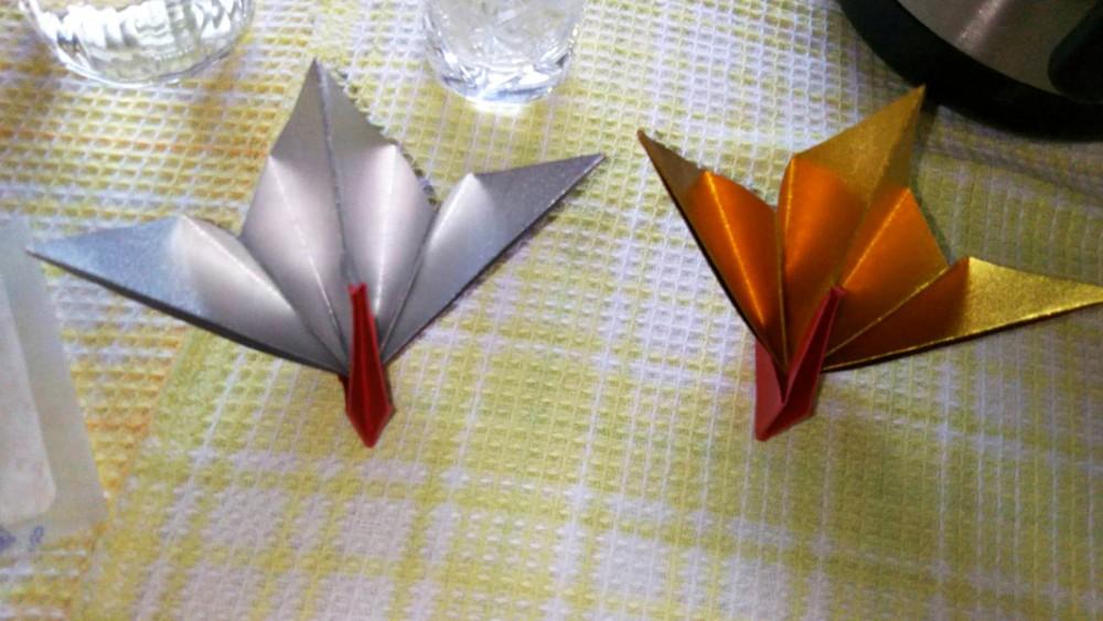 金と銀の折り紙で夫婦鶴を折られたそうです。